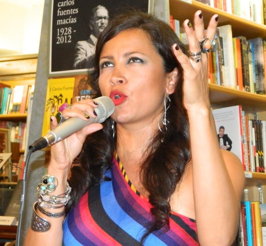 Andrea Tierra, cantante y poeta