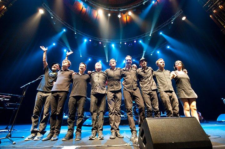 Foto oficial de la banda Bajofondo