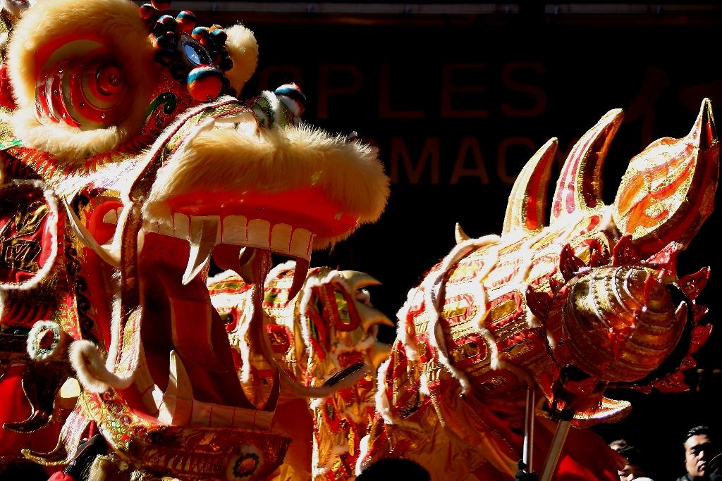 Alegría latina en desfile chino de NY
