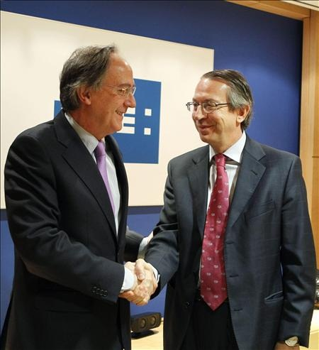 EFE y el Banco Santander crean programa de becas en Iberoamérica y EEUU