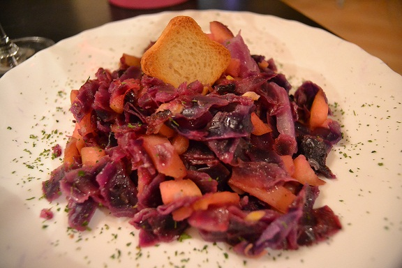 Comer de color morado
