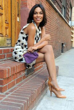 Rosario Dawson en Nueva York promocionando la campaña contra la violencia domestica.